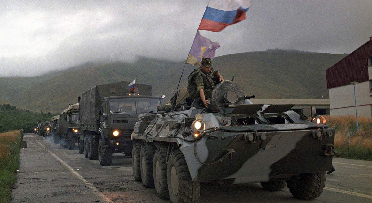 Марш-бросок российских десантников из Боснии в Косово. Приштина 1999 г.