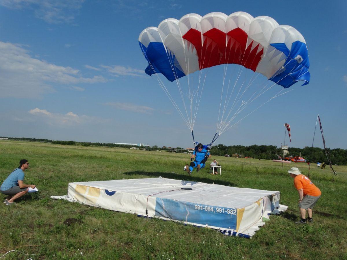 Соревнования парашютистов на Кубок Гагарина прошли в Саратове