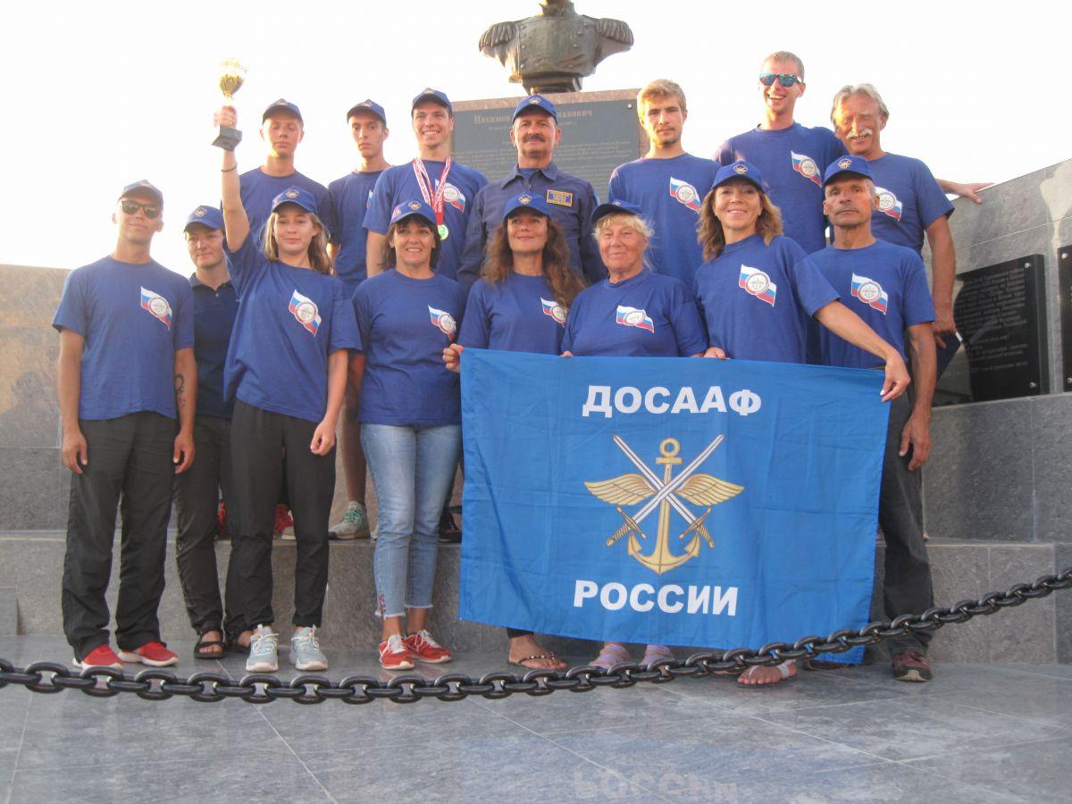 Парашютисты ДОСААФ составили конкуренцию коллегам в погонах
