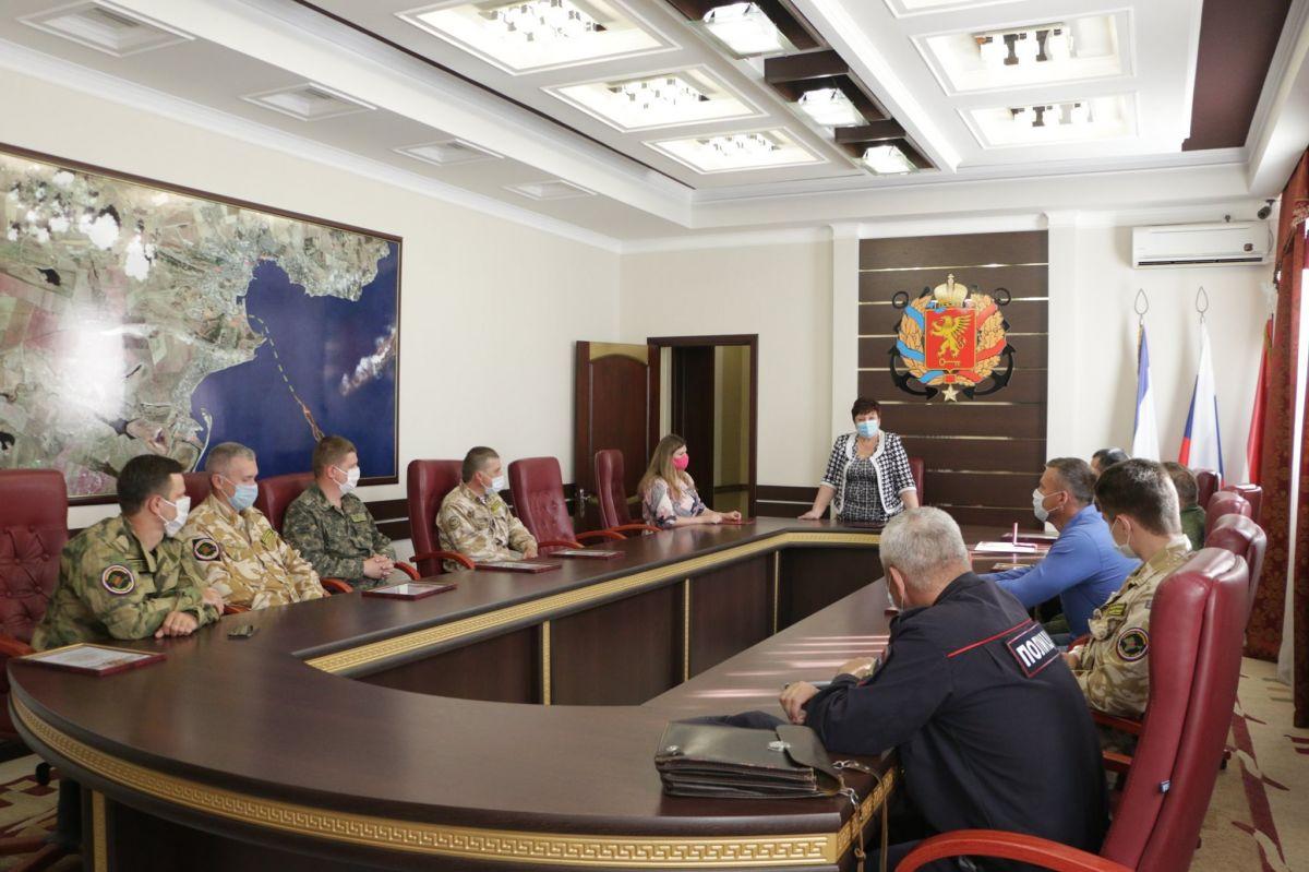 Город-герой Керчь наградами отметил поисковиков ДОСААФ