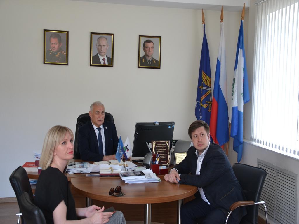 К иркутским досаафовцам приехали руководители министерства по молодежной политике
