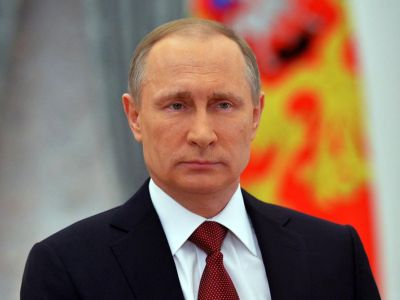 Председатель ДОСААФ России А Колмаков поздравляет В Путина с переизбранием на пост Президента РФ